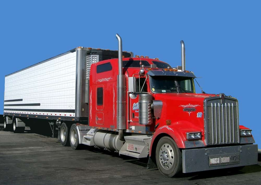 New guidance from FMCSA says that ELDs are required on vehicles that have engines newer than the 2000 model year, regardless of when the chassis was built. ( Photo:  PRA, Wikimedia Commons  )