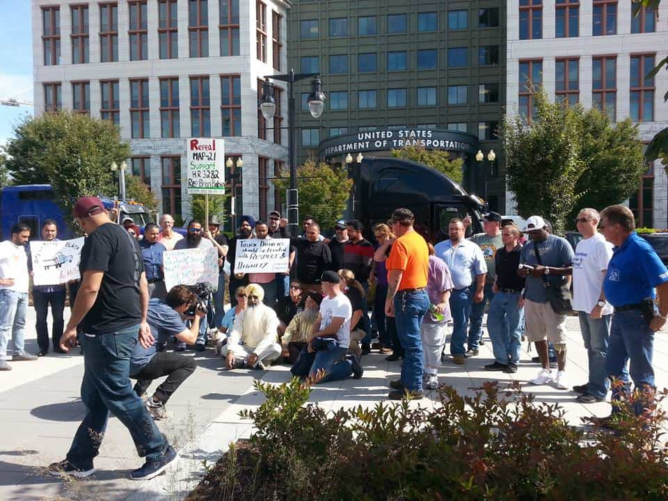 Photo of Truckers protest ELDs on both coasts