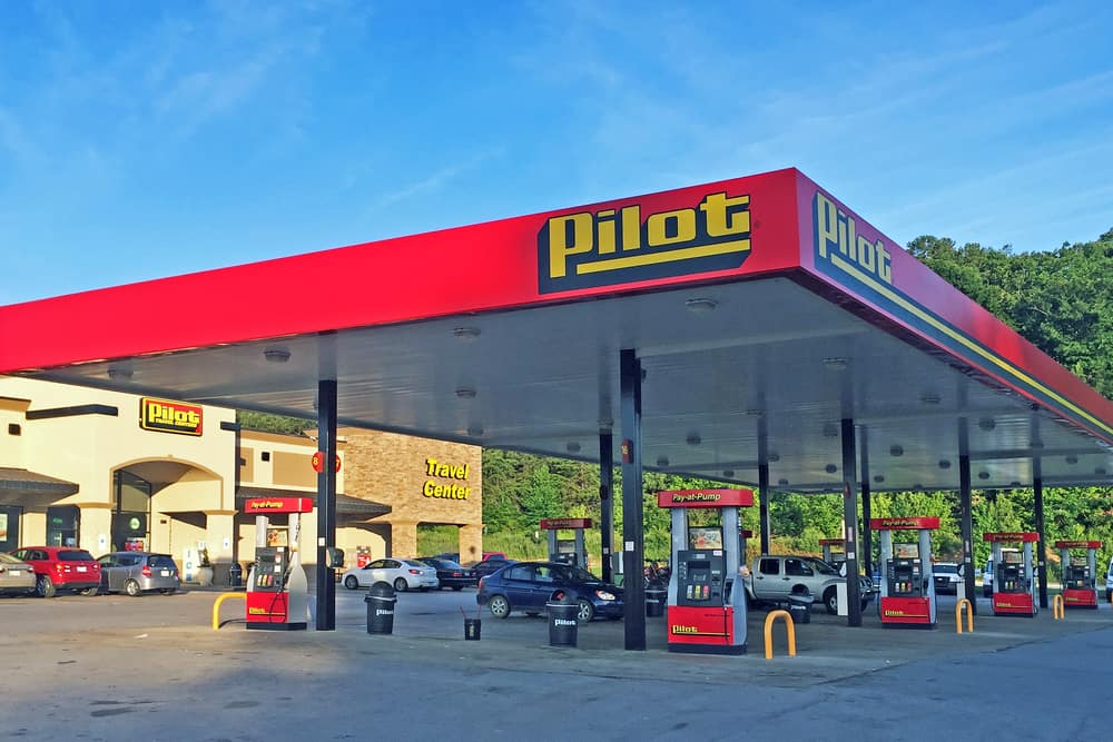 Photo of Warren Buffett acquires large stake in Pilot Flying J