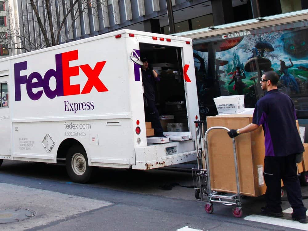 FedEx plans to create common logistics standards in association with