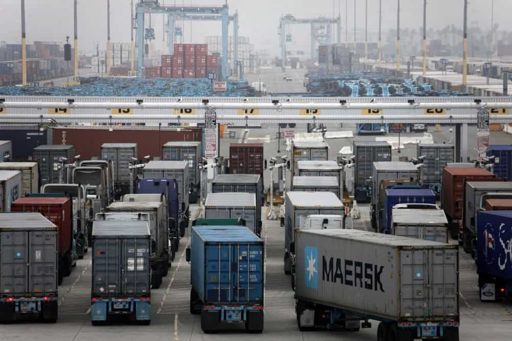 Drayage drivers at the Port of Los Angeles. A new bill will protect drivers from wage theft (Photo: Port of Los Angeles)