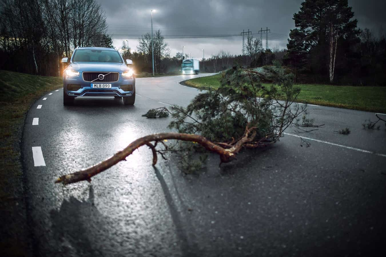 Photo of Volvo Cars and Volvo Trucks collaborate to improve road safety by sharing live traffic data
