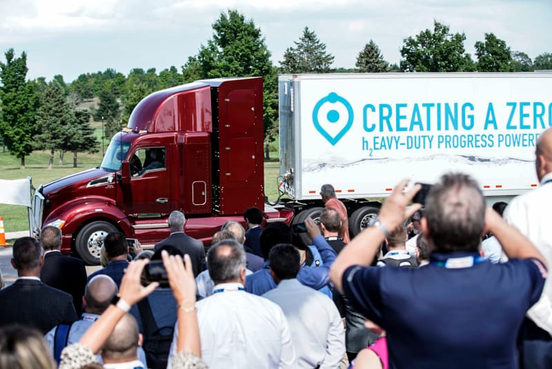Photo of Toyota introduces updated Project Portal hydrogen fuel cell truck with additional range