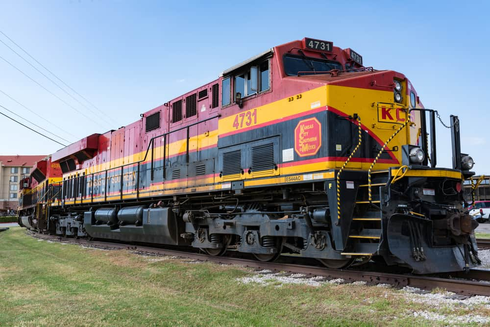 Kansas City Southern de Mexico railroad locomotive parked in Forth Worth, Texas on May 11, 2017. ( Photo: Paul Brady / Shutterstock )