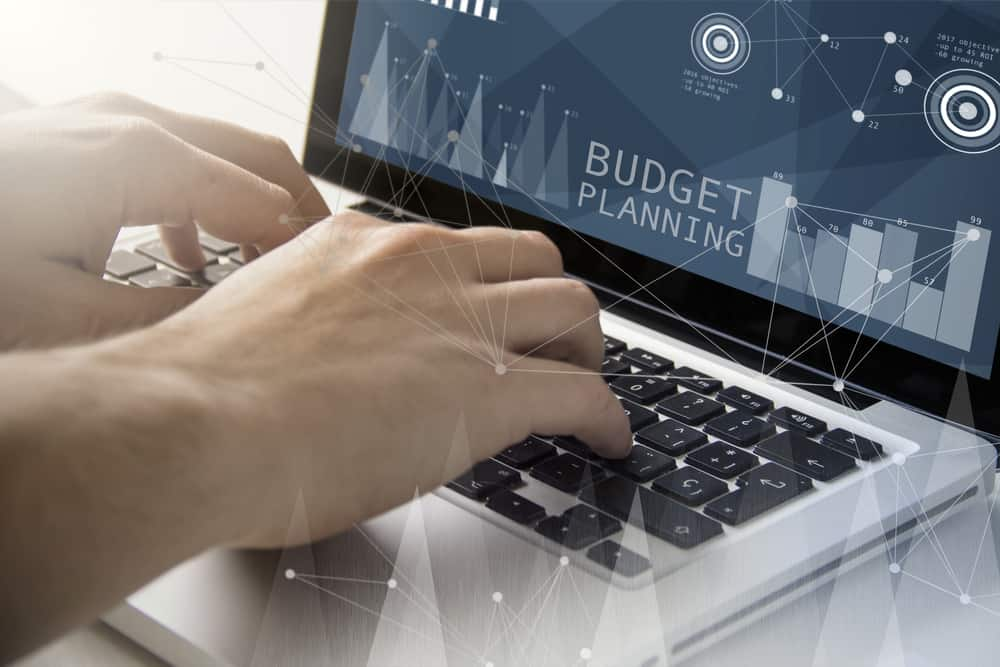 Regular budget forecasting can help businesses better manage their cash flow and help identify potential revenue problems. ( Photo: Shutterstock )