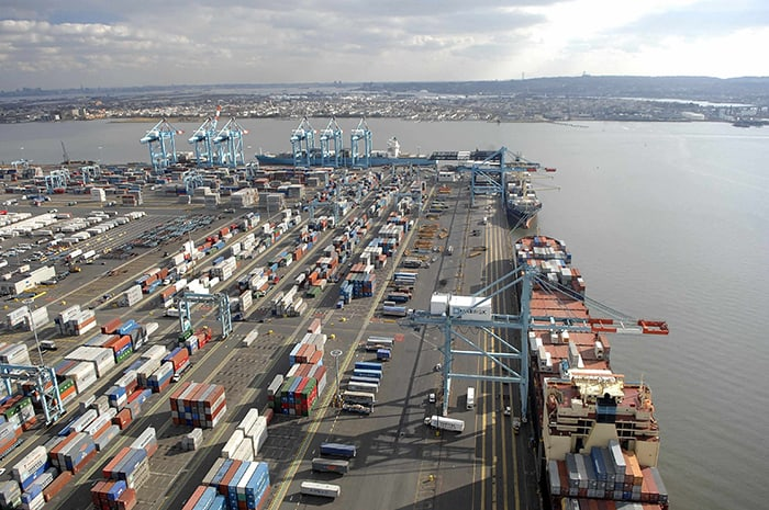 Photo of Dockworkers at US East and Gulf Coast ports sign six-year contract extension