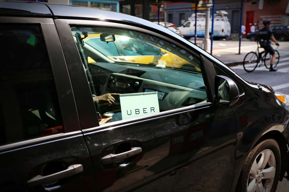 """Photo of """"Gig"""" driver wages are falling, and their numbers are increasing: Chase study"""