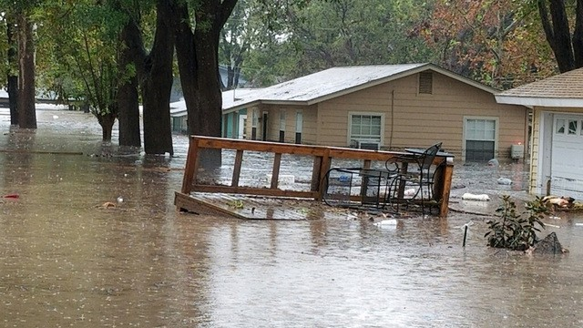 Photo of Texas rain floods homes, closes roads, turns deadly