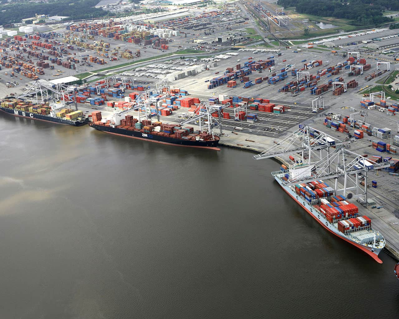 Photo of Trucking carriers shift capacity to capture port volumes