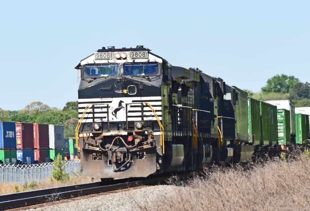 Photo of CSX sues Norfolk Southern; says access to a small key Hampton Roads railroad is being blocked