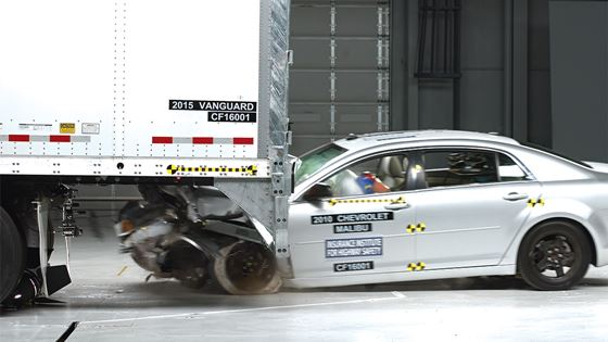 Photo of Eight biggest rear underride manufacturers all get top grade from IIHS