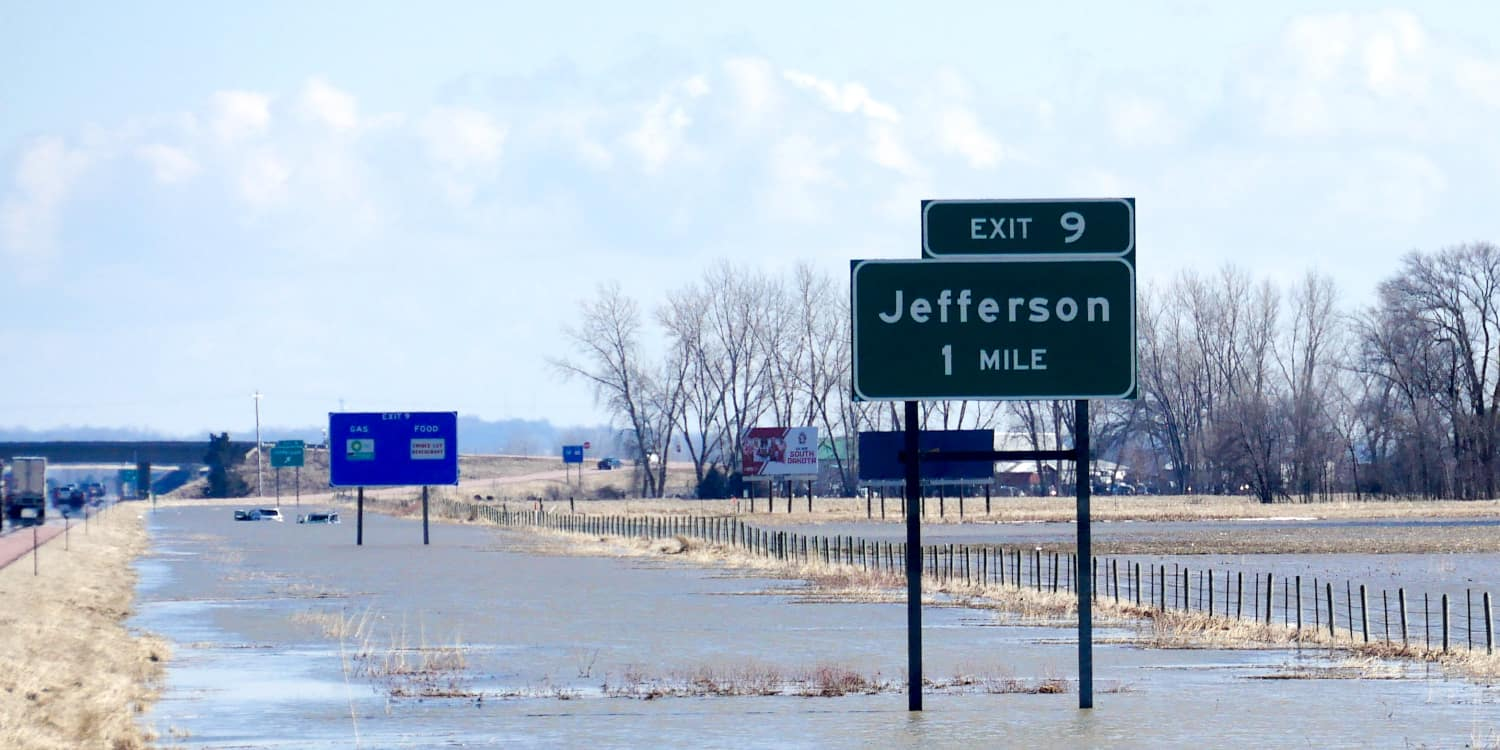 Photo of Hours-of-service regulations lifted for historic Midwest flooding relief efforts