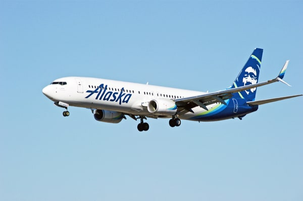Photo of Boeing to offer biofuel blend to airlines, with Alaska Airlines as first partner
