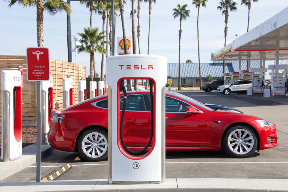 Photo of Today's Pickup: Tesla's new charging stations can charge cars in around 15 minutes