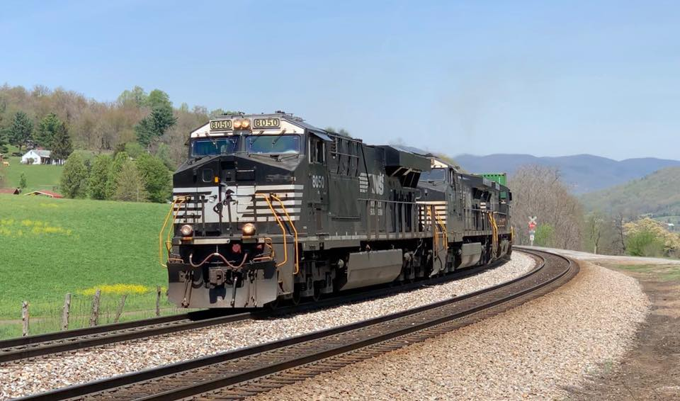 Photo of Norfolk Southern reports record first quarter earnings