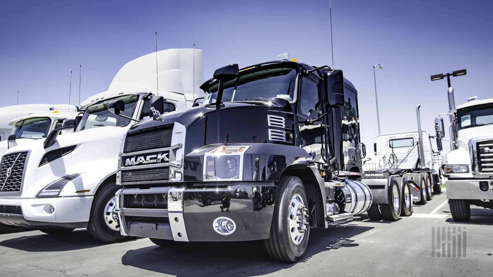 Photo of March Class 8 truck orders plummet 66 percent from a year