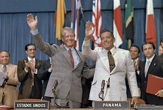U.S. President jimmy carter and Panamas omar torrijos. photo courtesy of kids.brittanica.com