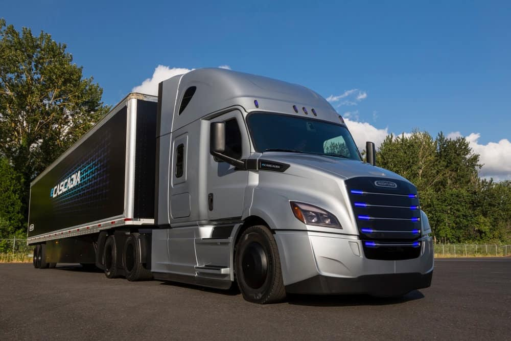 Three states and several utilities will study the needs of electric trucks along the I-5 corridor to make long-haul electric trucks like the Freightliner eCascadia a reality.