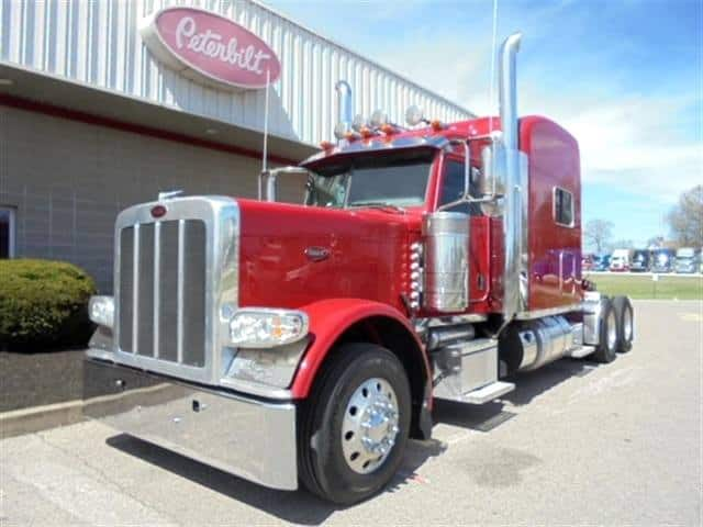 Photo of Peterbilt partners with Women in Trucking