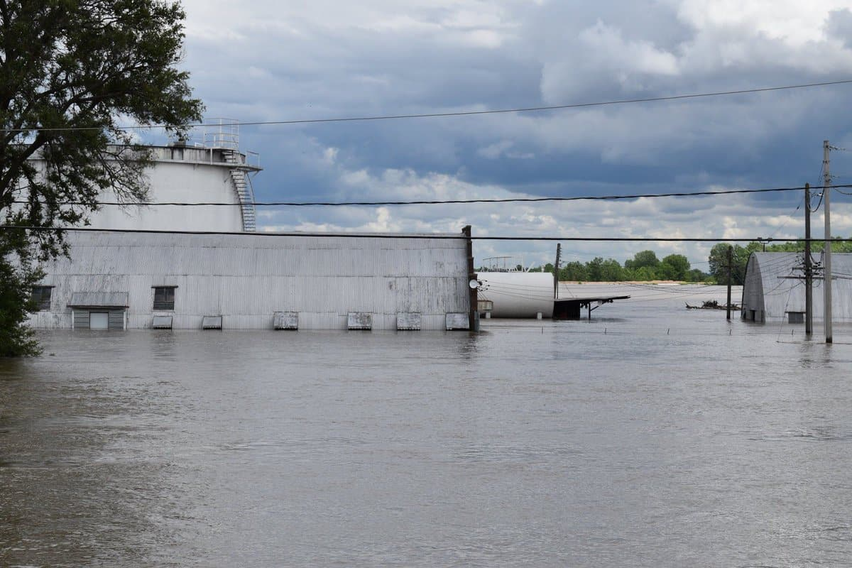 Midwest flooding ripples through economy, transportation