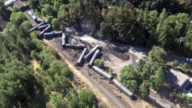 Photo of Oregon passes bill requiring oil trains to develop spill response plans
