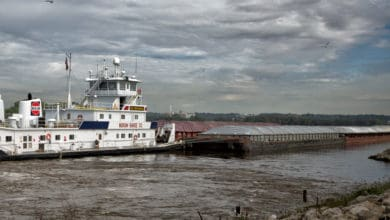 Photo of Barge traffic on Mississippi slowly recovering