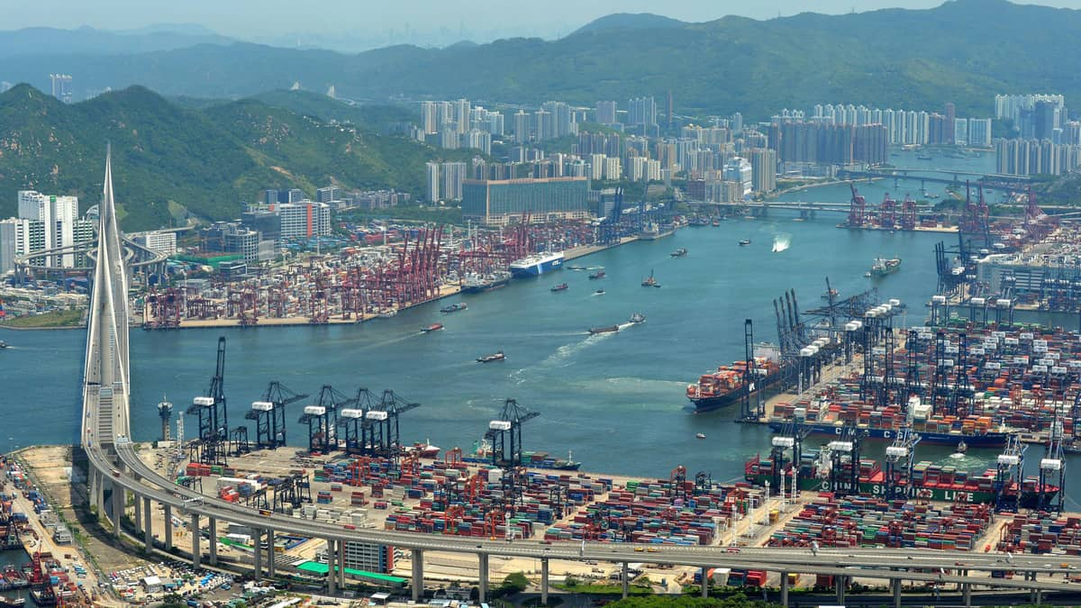 China looks to resolve trade dilemma with the U.S. through negotiations (Photo: Hong Kong Maritime and Port Board)