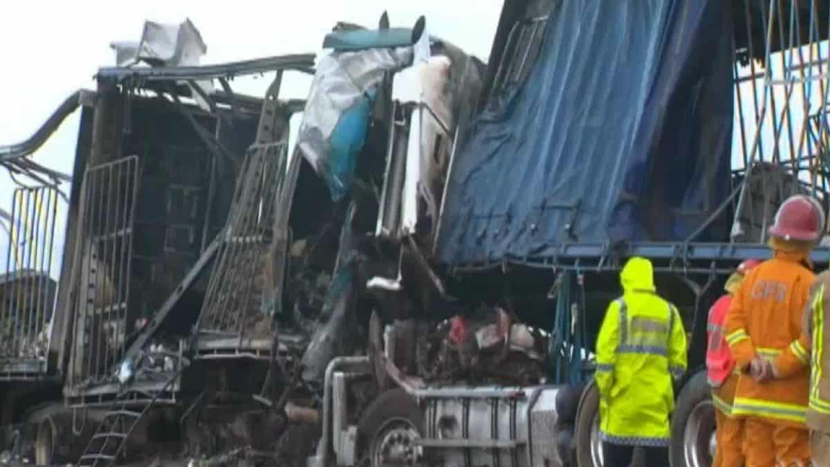 DOWN UNDER TRUCKING: police criticize two truckers killed in double