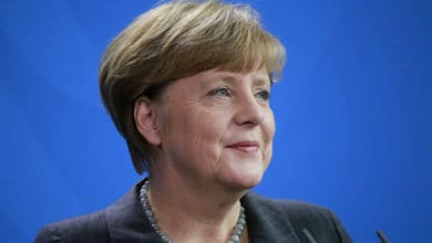 Angela Merkel calls for close cooperation between auto industry and government (Photo: Shutterstock)