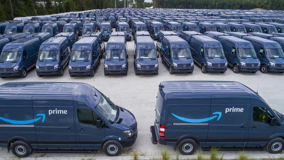best website 1b48b a08e3 U.S. lawmakers demand Amazon cut last-mile contractor ties ...