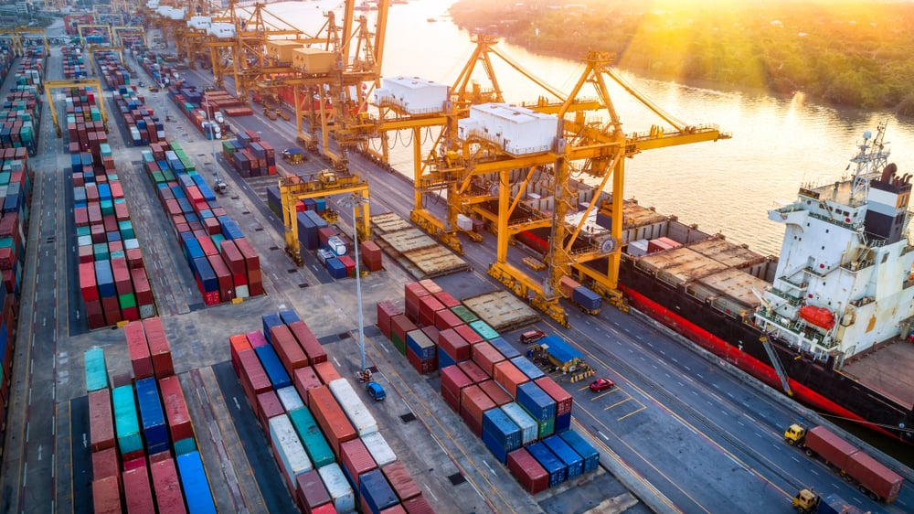 Global trade flows decline even as capital and people flows stay resilient (Photo: Shutterstock)