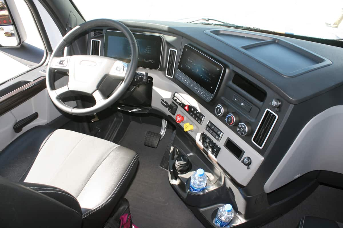 Freightliner Cascadia cab view