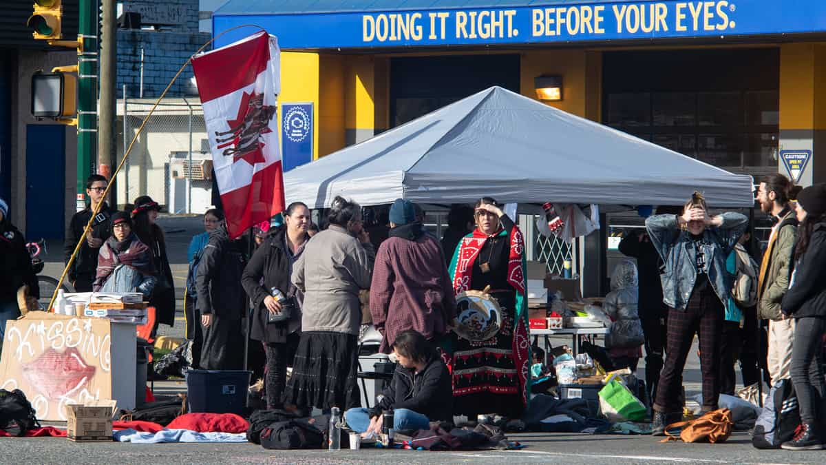 Protestors blocking an intersection in Vancouver after a police action on Wet'suwet'en land.