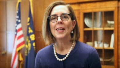 Photo of Oregon governor signs executive order capping greenhouse gas emissions