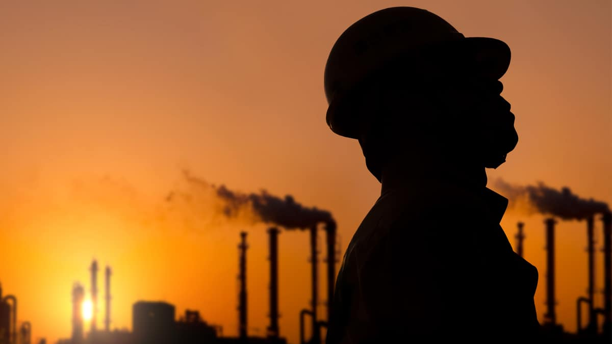 Developing countries stand to lose upto 85% of their oil and gas income this year (Photo: Shutterstock)