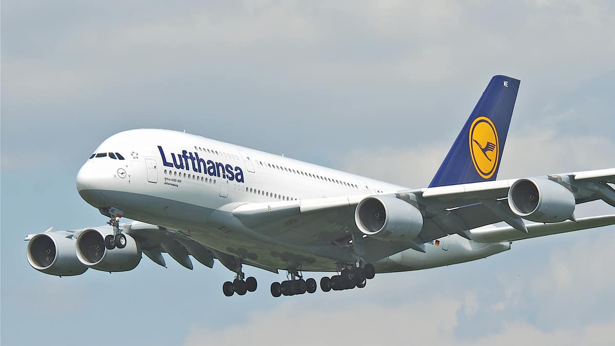 White super-jumbo jet comes in for landing
