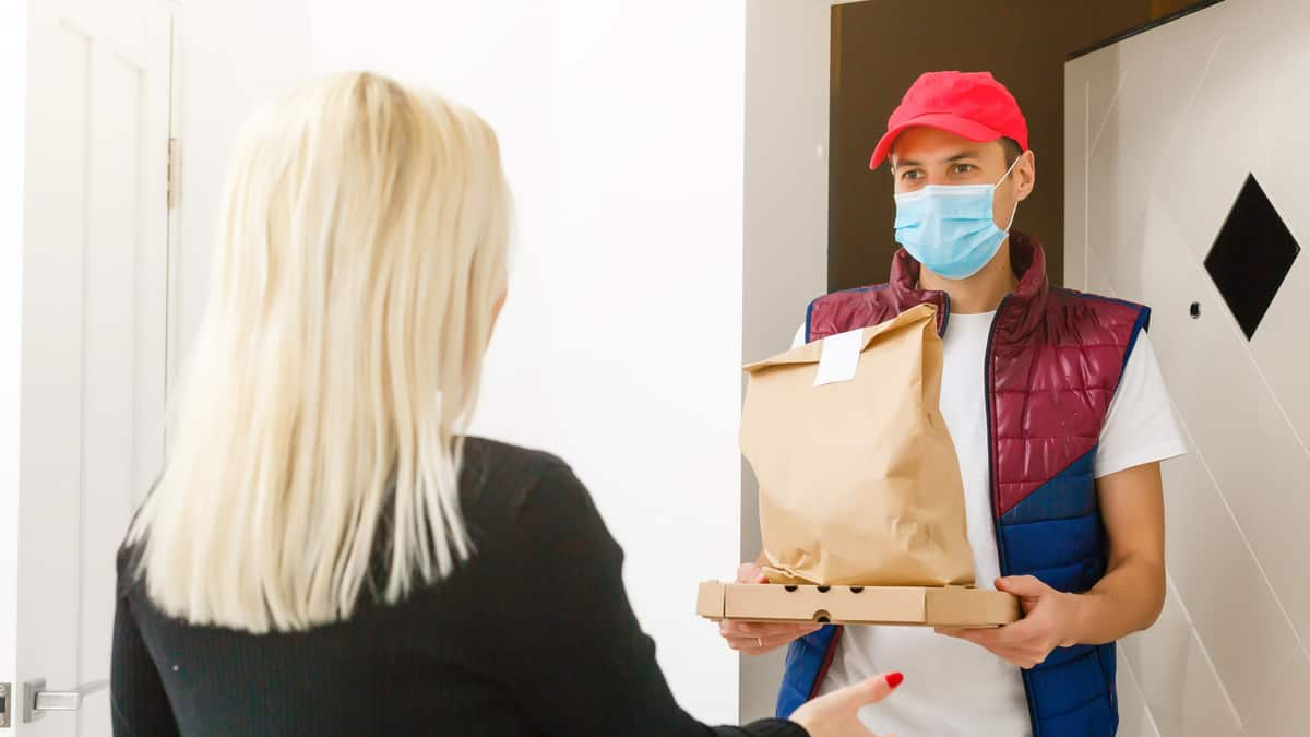 Drivers and delivery workers demand hazard pay and safety equipment (Photo: Shutterstock)