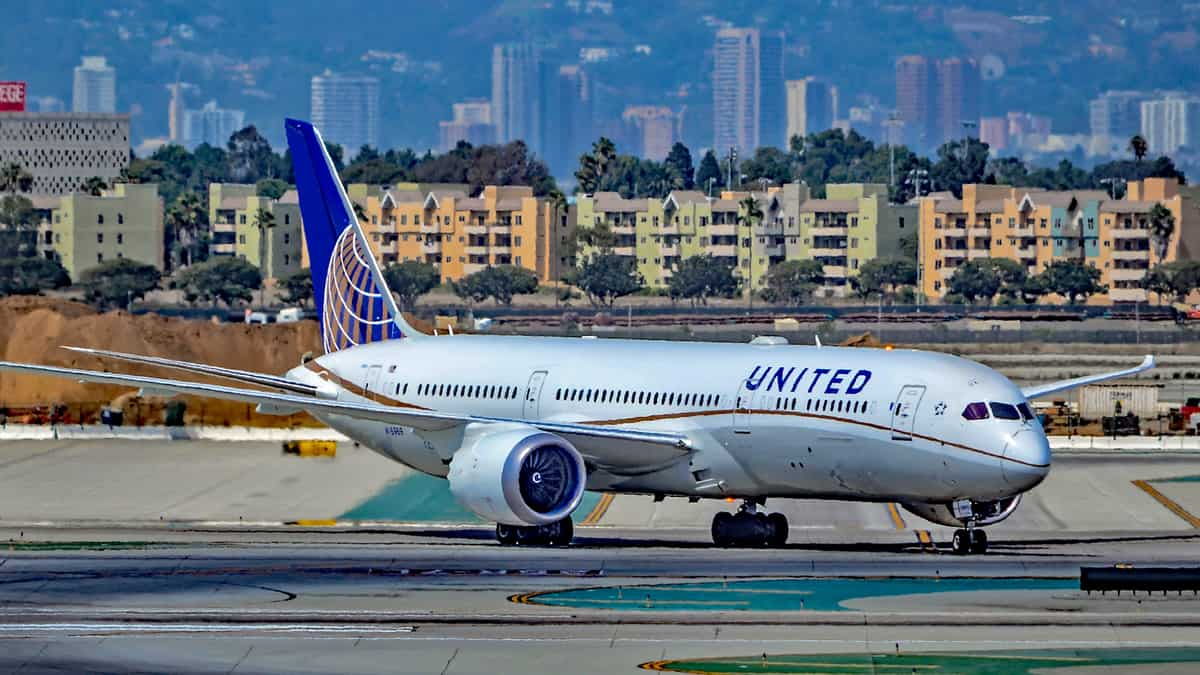 A white-and-blue United jet on the taxiway.