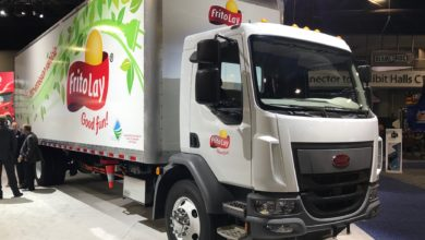 Photo of Peterbilt offers teaser lease on medium-duty electric truck