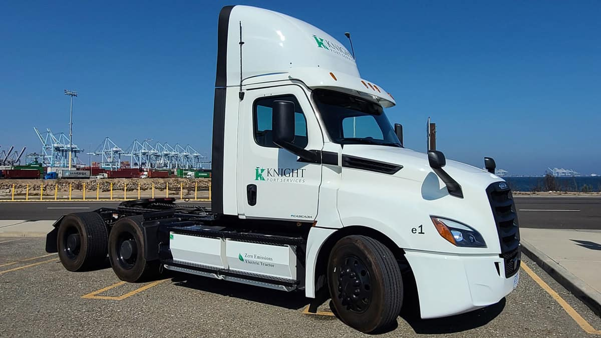 Knight-Swift to deploy electric Freightliner eCascadia