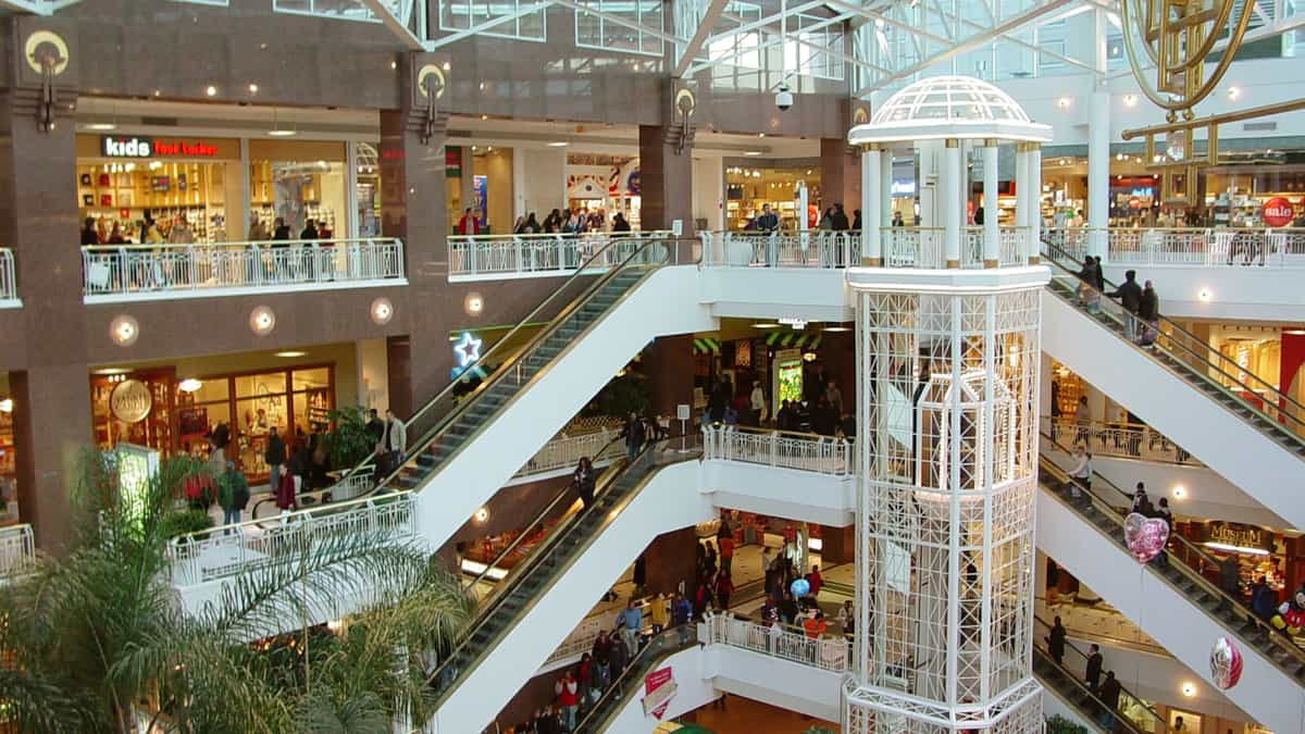 Shopping malls going digital in e-commerce era (Photo: SFlickr/GPA Photo Archive)