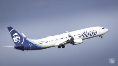 Photo of Alaska Air takes $399 million Q3 loss, but reduces cash burn