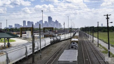 Photo of Weekly US intermodal volumes appear to be leveling off sequentially