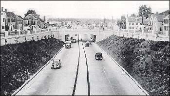 An early freeway in Newton, Massachusetts (circa 1935), showing access control. (Photo: Federal Highway Administration)