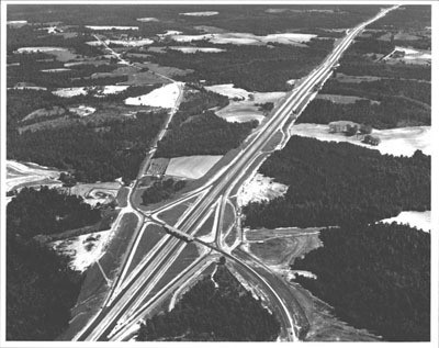 This is an aerial view of a 13-mile section of I-65, which was part of the route from Mobile to Montgomery. It cost $3.8 million to build and was not yet open to traffic when this photograph was made. (Photo: fhwa.dot.gov)