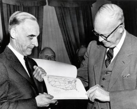 Lucius Clay and President Eisenhower review the Clay Committee report. (Photo: fhwa.dot.gov)
