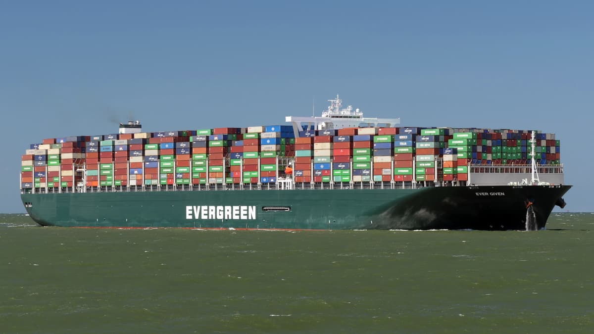 Evergreen container ship blocks Suez Canal traffic - FreightWaves
