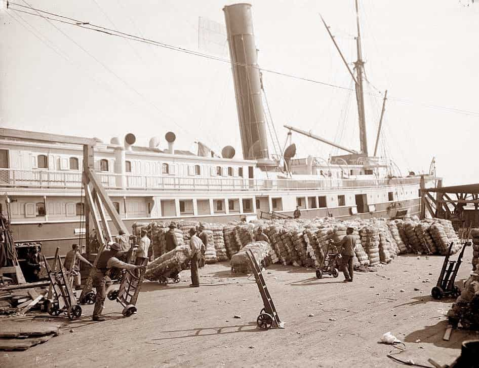 Bales of cotton being loaded onto a steamship, circa 1904. (Photo from online article by Georgia Globe Design News)