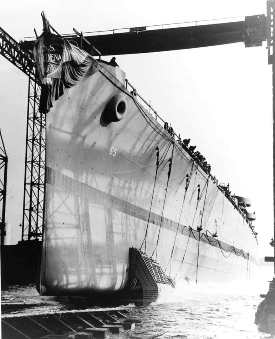 Launching of the Cleveland-class cruiser Pasadena at the Bethlehem Fore River Shipyard, Quincy, Massachusetts on December 23, 1943. (Photo: U.S. Archives)