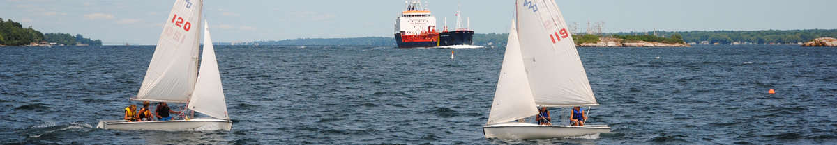 Pleasure craft and ships on the Seaway. (Photo: Great Lakes St. Lawrence Seaway System)